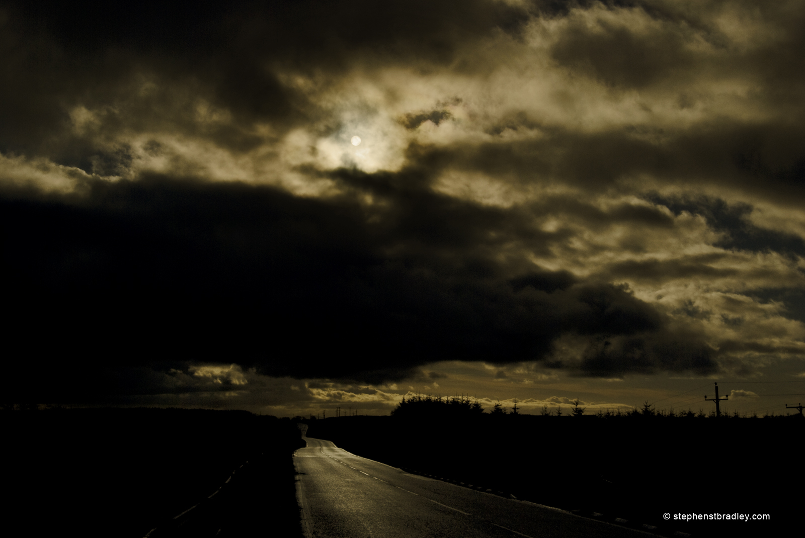 Landscape photograph of sun over Dundrod Road, Northern Ireland image 4746.